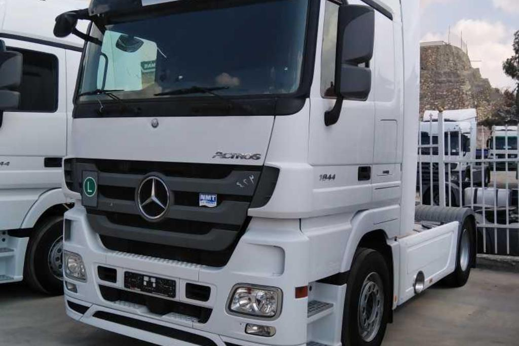 Tractor Unit Mercedes Benz 2015
