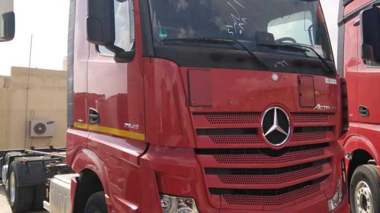 Tractor Unit Mercedes Benz 2016