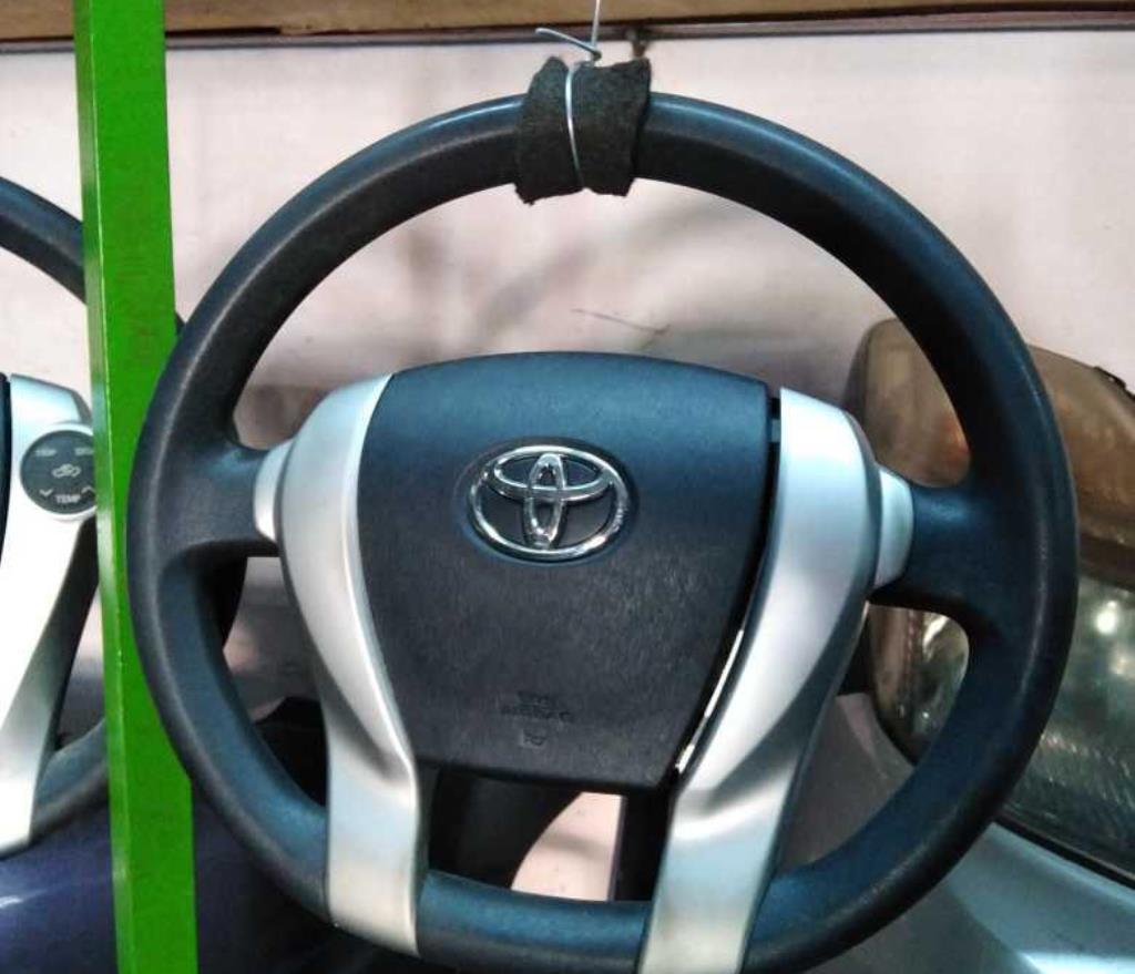 مقود تويوتا بريوس سي