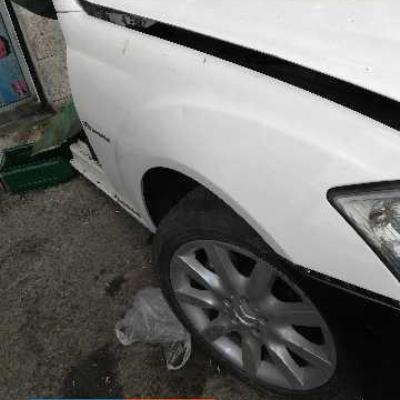 جناح يمين مرسيدس s500 2009