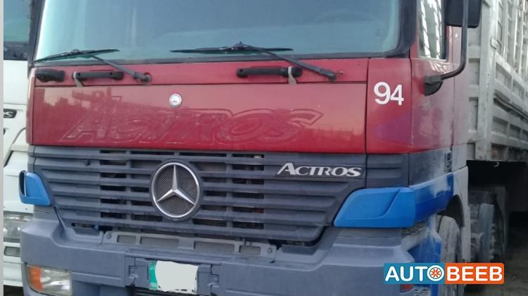 Tractor Unit Mercedes Benz 2003