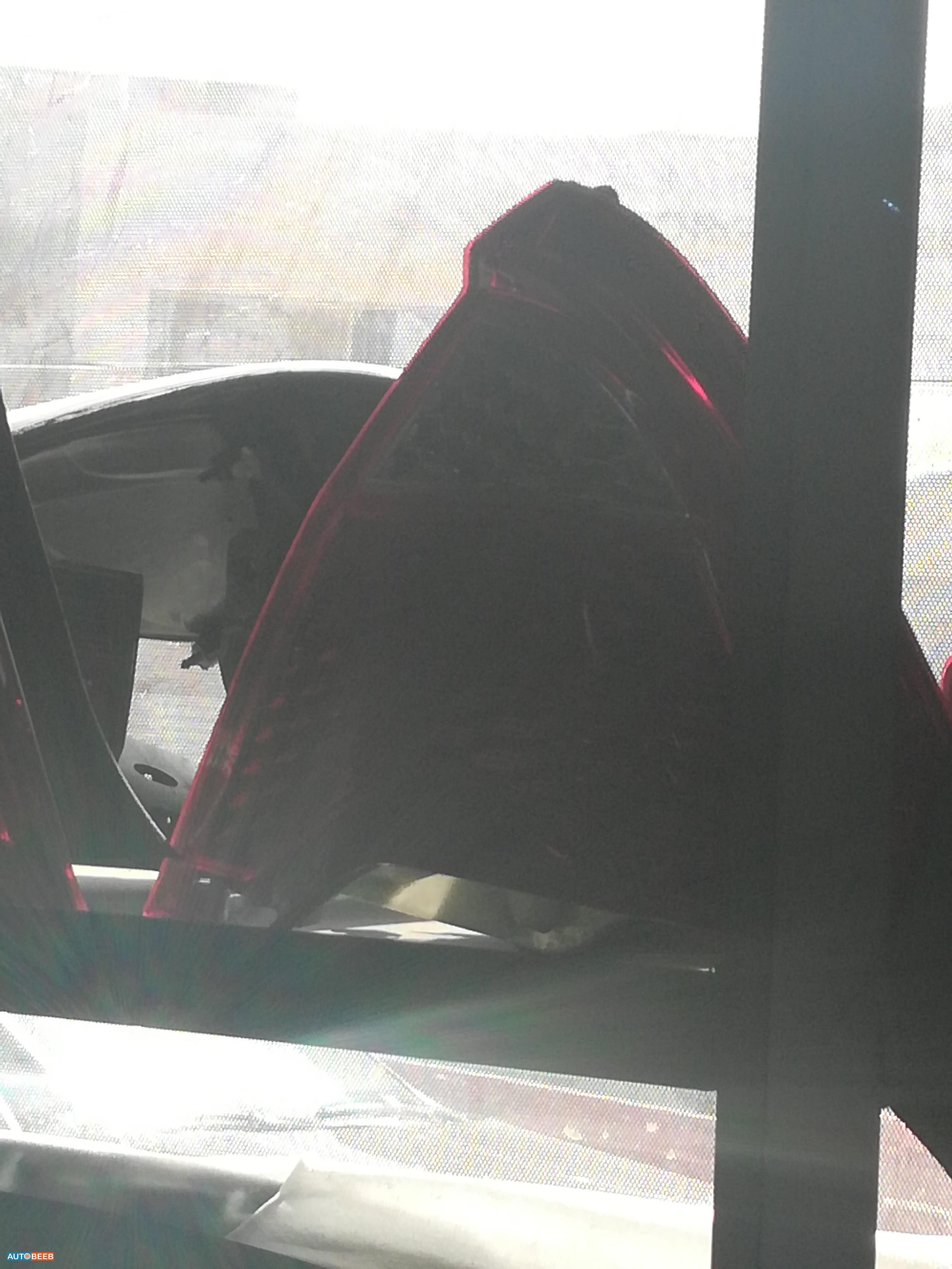 ضو خلفي يمين فورد فيوجن 2010