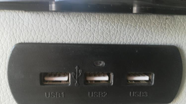 ركاية وسط USB