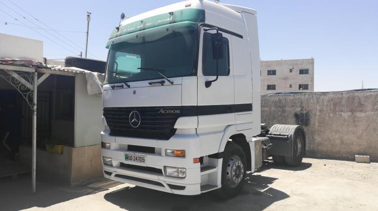 Tractor Unit Mercedes Benz 2000