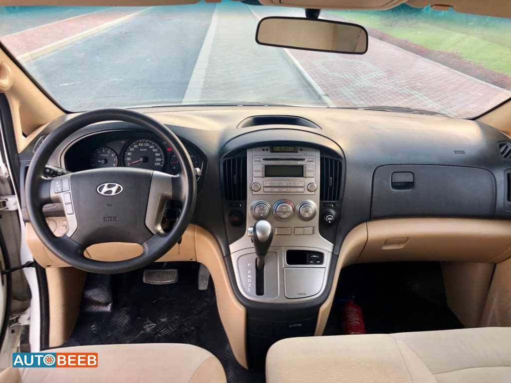 Minibus Hyundai 2016