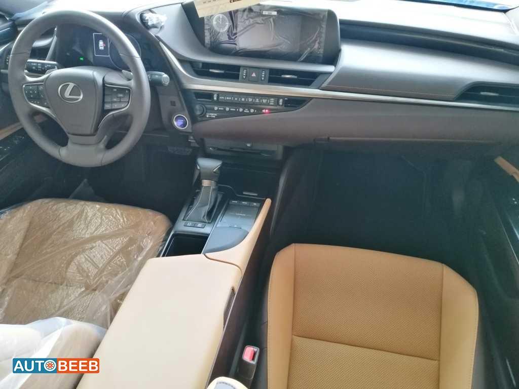 Lexus ES300 2019