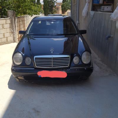 Mercedes Benz E320 1999